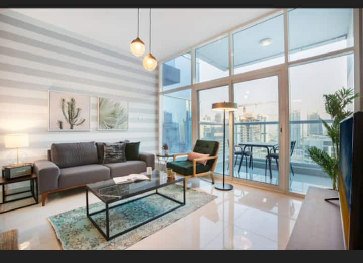 Stunning Dubai Marina Water front apartment