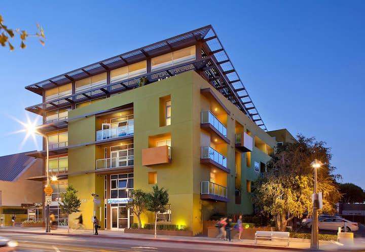 New Listing: Modern One Bedroom Near The Beach. Santa Monica. 212