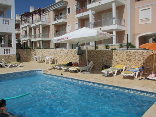 Apartamento T1- 2 a 4 Pessoas, com piscina
