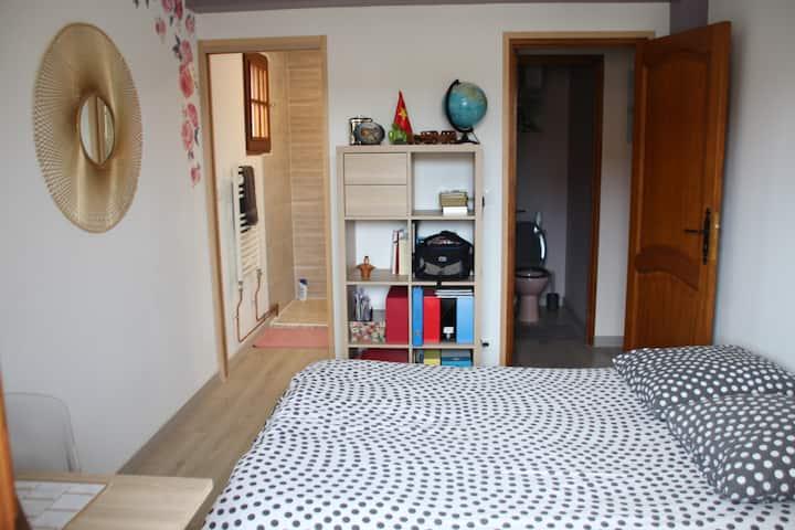 Agréable chambre dans une maison