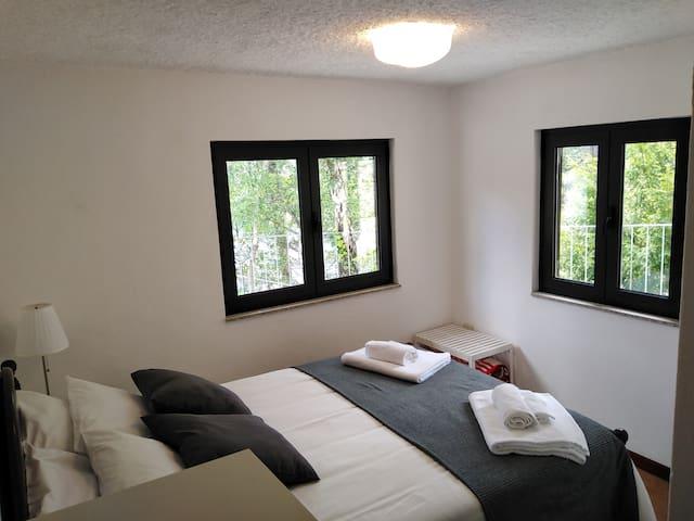 Quarto 1 - Cama de Casal - vista 1 / Bedroom 1 - view 1 - Double bed