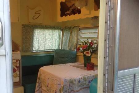 Peach Island Farms - Milton-Freewater - Kamp Karavanı/Karavan