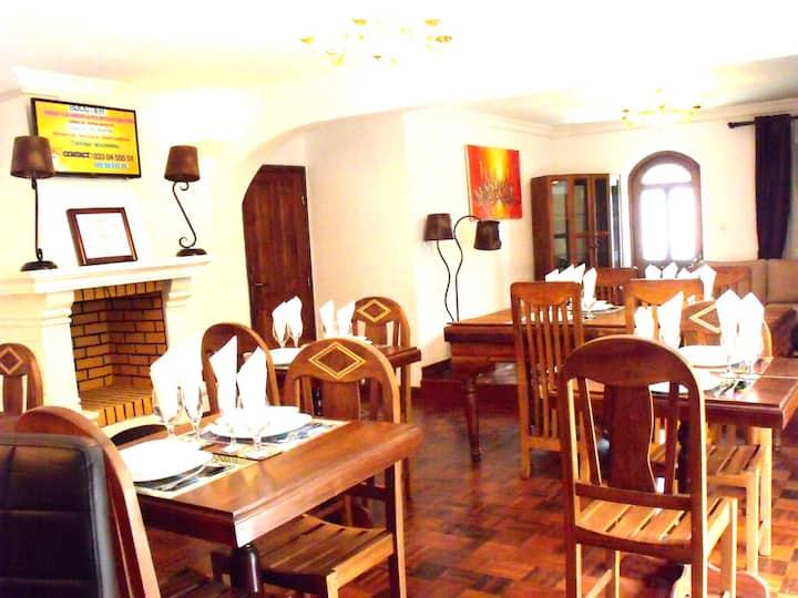 Chambre spacieuse dans  une  maison Malgache