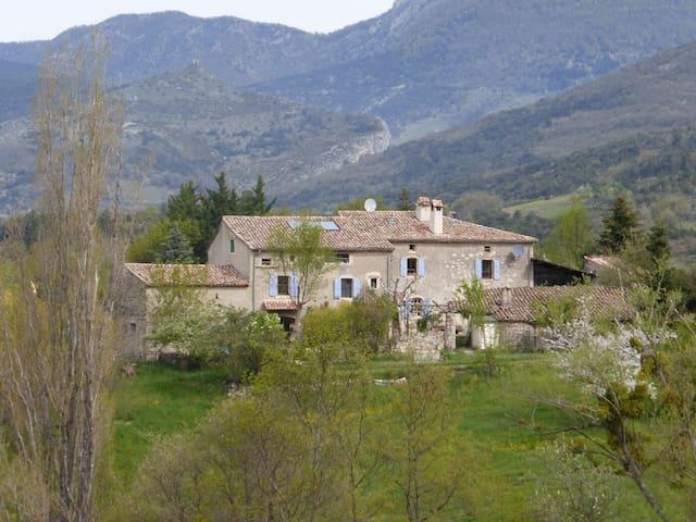 LES SERVINS, provençalischer Bauernhof mit Charme