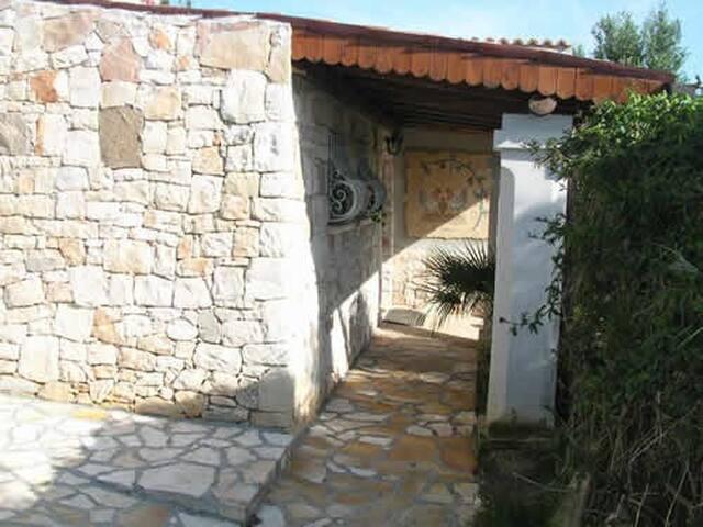 struttura in pietra tipica; ambienti freschi