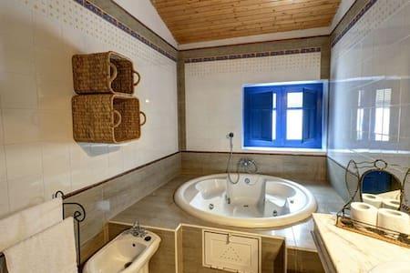 Casa con jacuzzi y piscina termal - Santa Fe