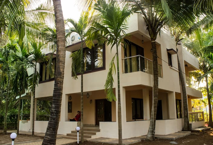 Palmeraie -5  bedroom Luxury Villa - Alibag