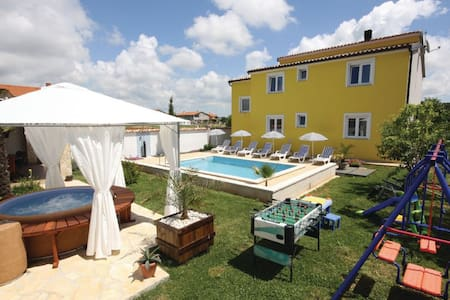 4 Bedrooms Home in Pula #10 - Pula