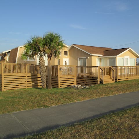 Large Luxury, Oceanfront, Single-family house - Flagler Beach
