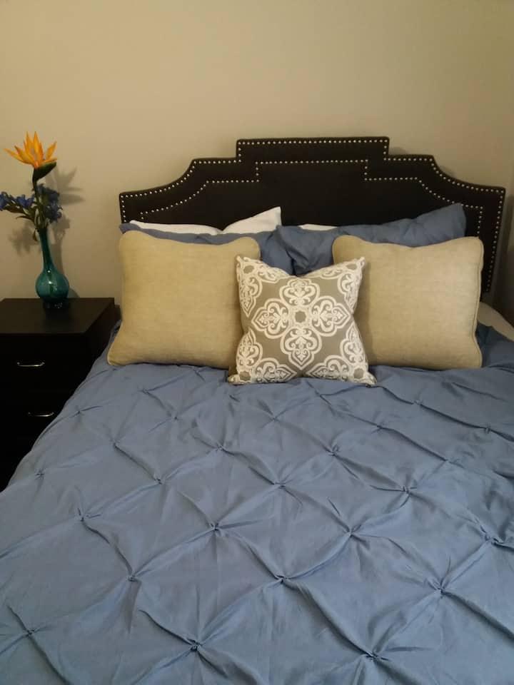 Cosy Room in 3 bedroom Apartment