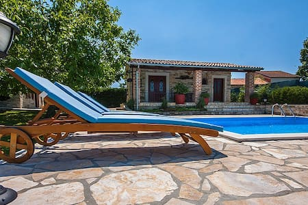 Casa Mia mit Pool und Sauna - Buje