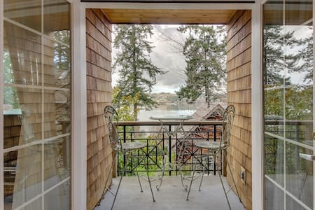 Scenic condo with water views, moments from the beach & near peaceful town!