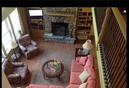 Beautiful farmhouse on 6 acres - Mendon