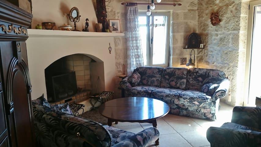 Πέτρινη Μεζονέτα- Double floor traditional house