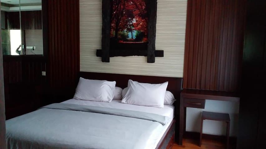 King Size Bed with Ulin interior