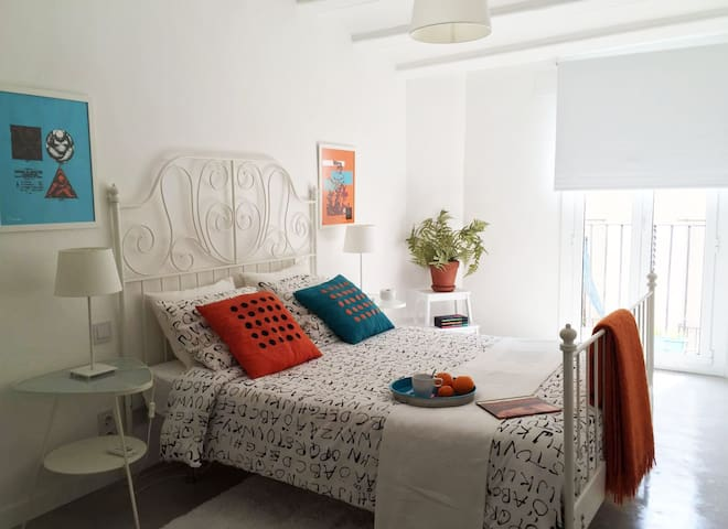 SUPER PRIVATE ROOM IN GOTHIC CENTER - Barcelona - Bed & Breakfast
