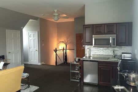 Renovated apt 1mile to Middleburg - Middleburg