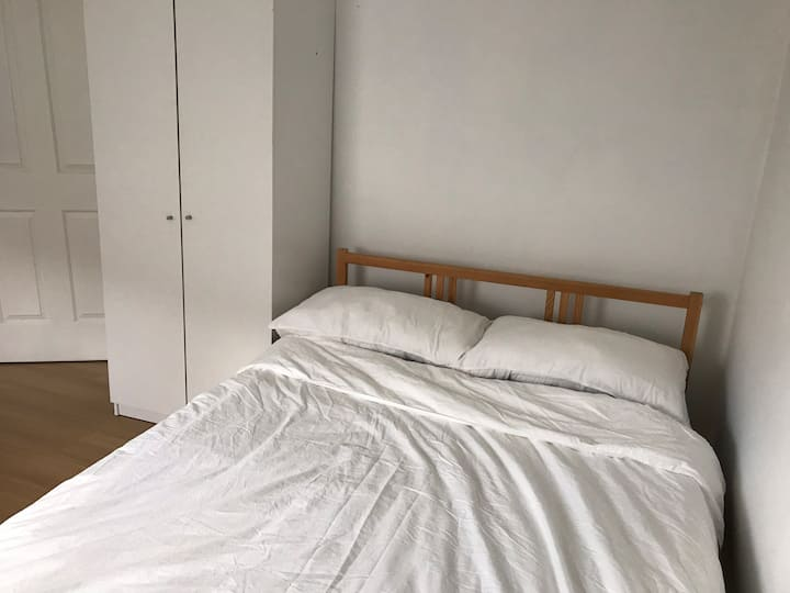 Near station and city single female room