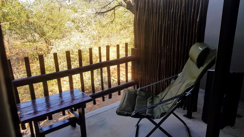 Deluxe Room with Outdoor Shower at Ujabule Lodge