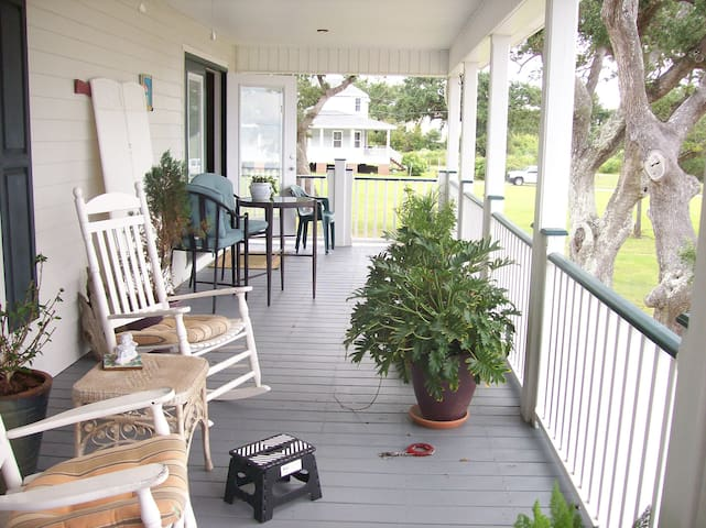 Qaint Beach Unit on the Beautiful MS Gulf Coast - Waveland - Apartment