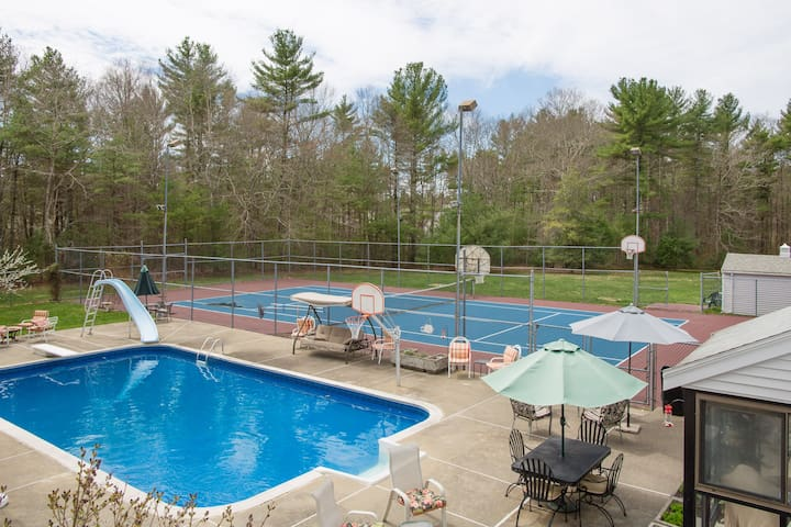 Private retreat setting on 4 acres - Middleborough - Appartement