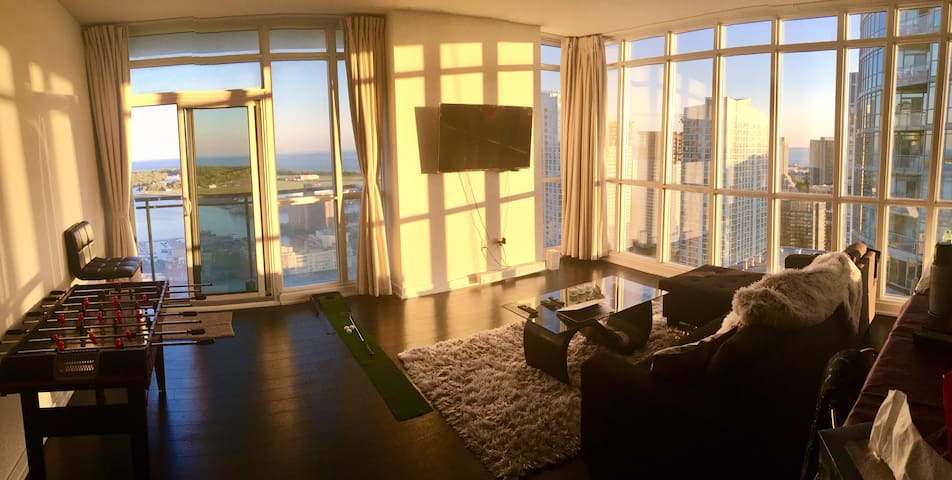 Pool table,Parkng insuit WC,TV, jacuzzi, Lakeview