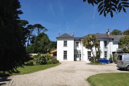 Fairfield House,5bed,large garden 2km from beach
