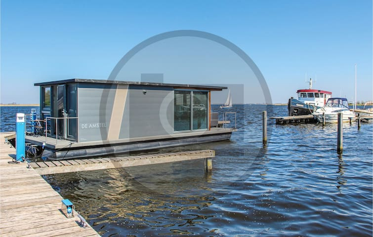 Houseboat with 2 bedrooms on 26m² in Biddinghuizen