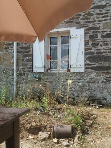 Maison traditionnelle bretonne dans  l'Argoat