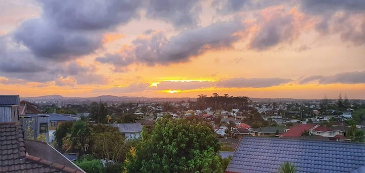 Beautiful new home in Glendene with city views