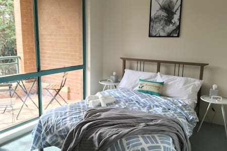 Cosy 1 Bed APT PLUS FREE Car Space | Chatswood - Chatswood