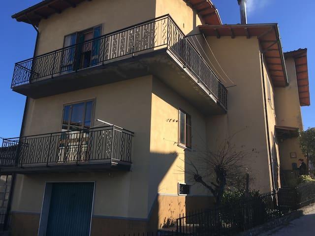 Casa I Santi. Provincia di Lucca- Loc Poggio