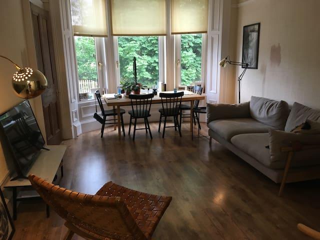Peaceful & bright Victorian flat in S.E. Glasgow