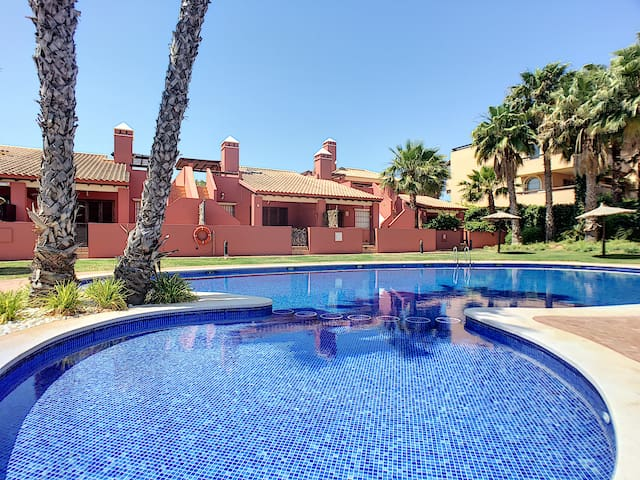 End house, wifi, large terrace, communal pool.