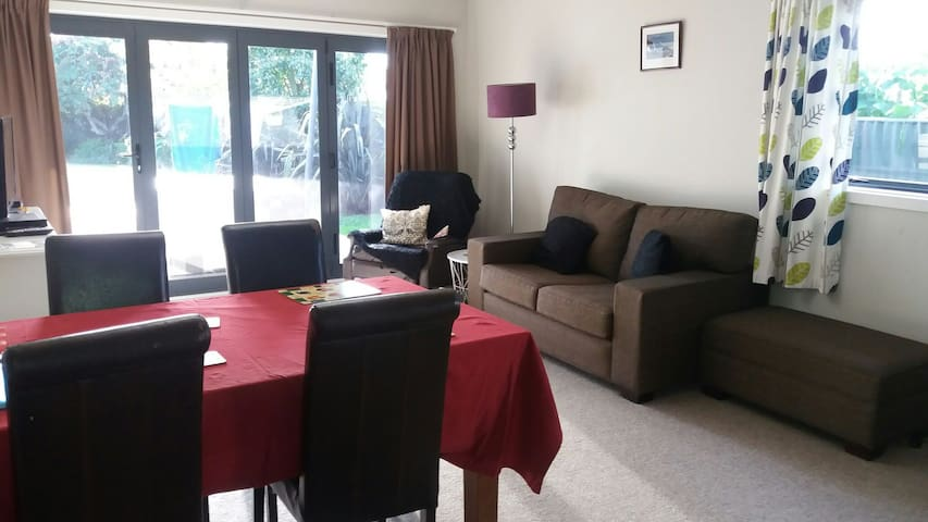 Self-contained 1 bed Flat in Taradale (B&B)