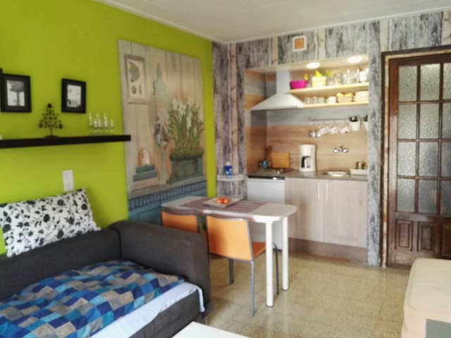 APARTMENT IN THE CENTER OF CALELLA. ( WI-FI)