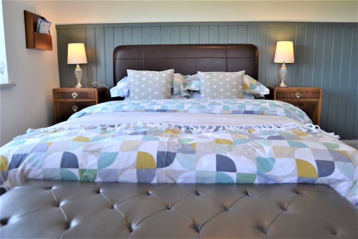 Tranquil Cornish Farmhouse Stay - Sunset Suite