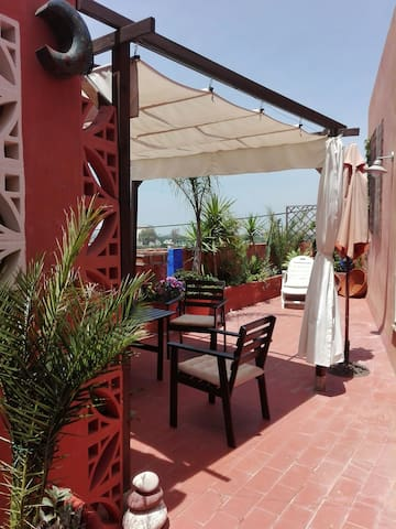 Private room, free parking, terrace and wifi