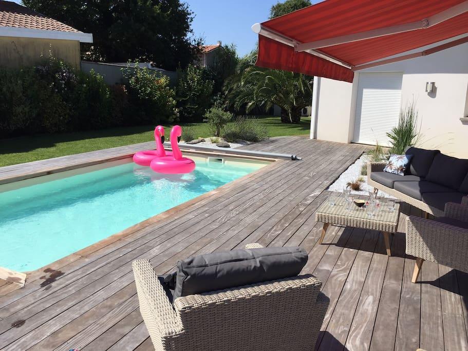 Villa contemporaine avec piscine 6 personnes maisons for Piscine capbreton