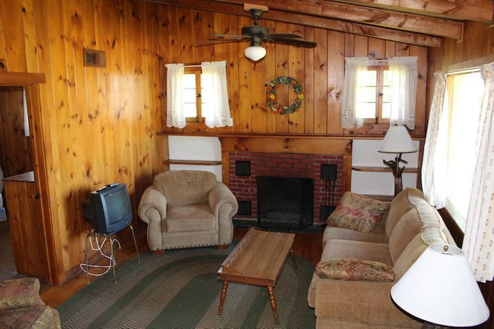 Cozy Cottage on Lake Champlain - 3BR Sleeps 7!