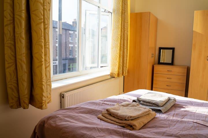 Cosy Private Doube Bed Room in LIV City Centre