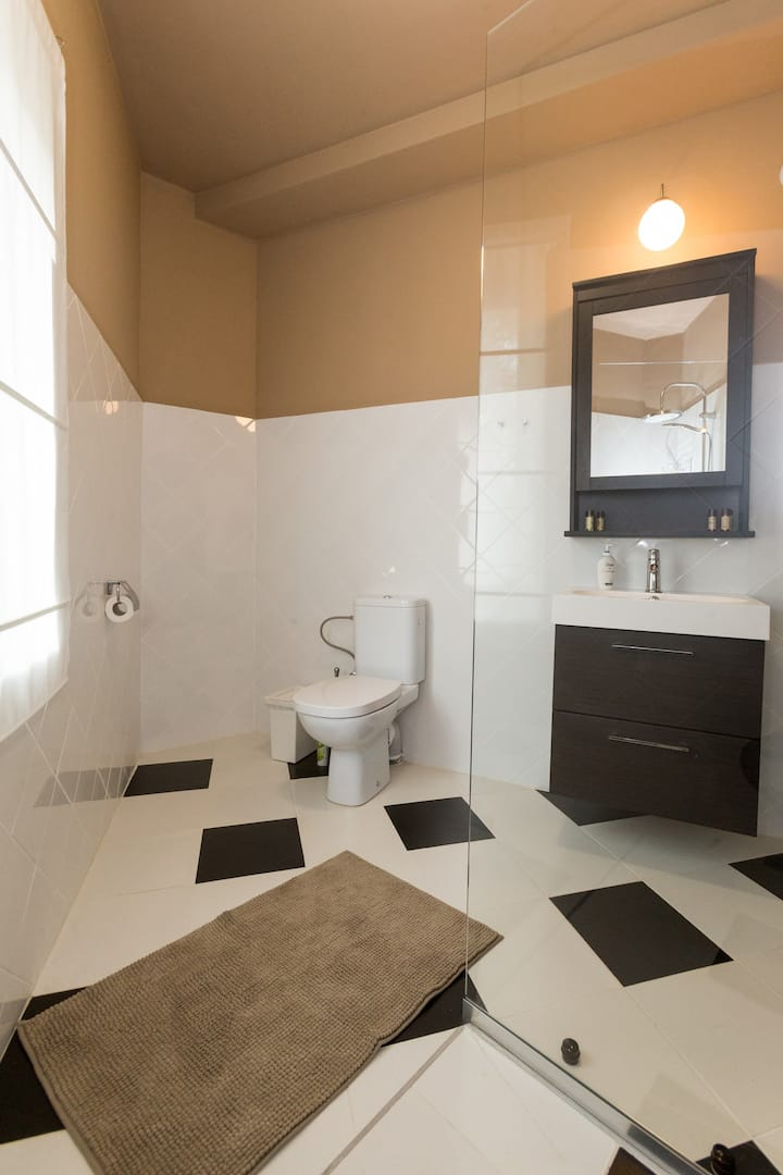 """Miorica"" Family suite  en-suite bathroom"