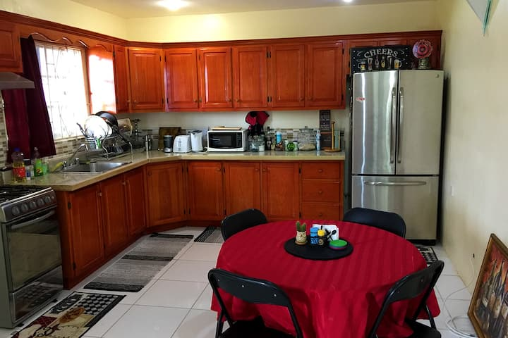 Modern 2Br/2Ba Apartment in Dorsetshire Hill