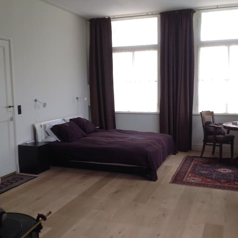 Grand old farm, private parking - Den Bosch - House