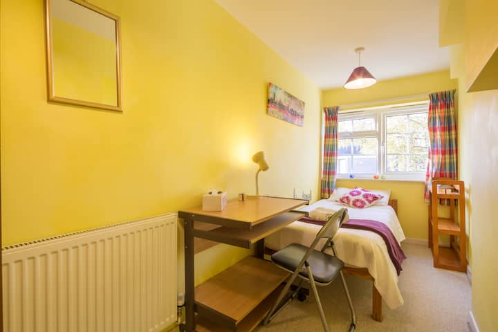 Addenbrookes Cambridge Restful & Cosy Single RM 1