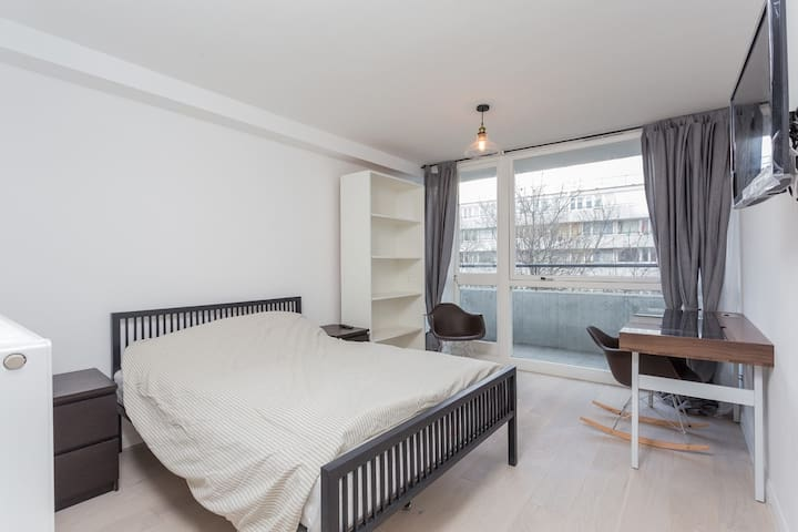 Double Room / Balcony, 5min walk to OXford circus