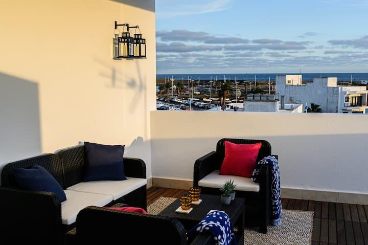 Lantia Rooftop House - Orange Room