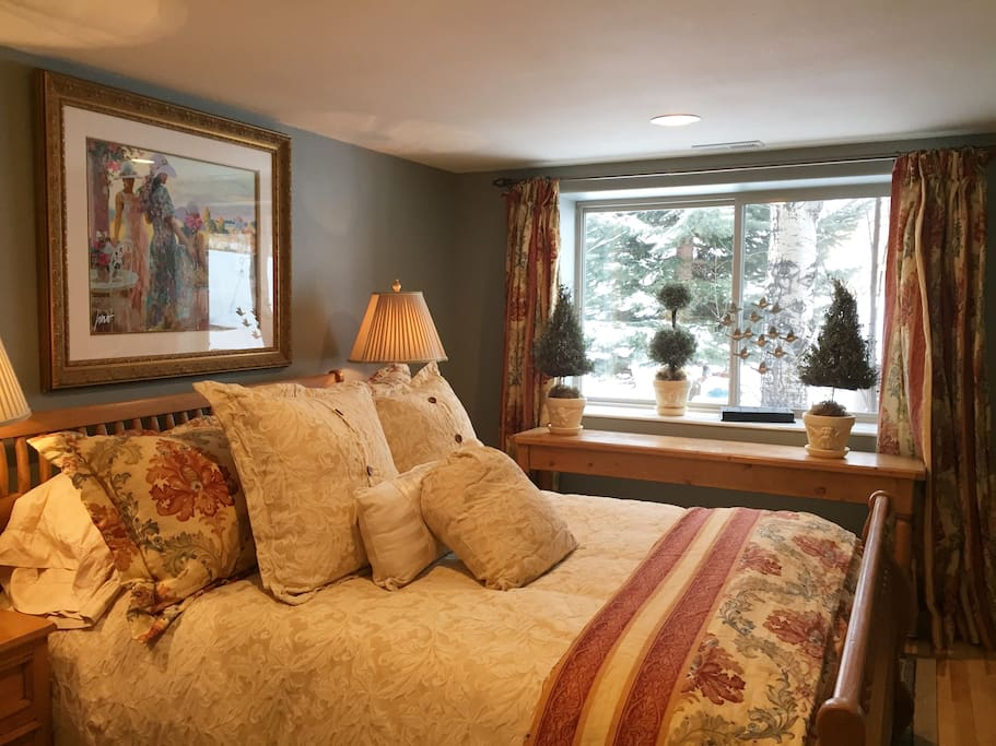 Queen bedroom 1, down euro bedding, full closet, views of ski resorts