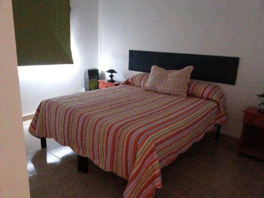 Dormitorio que se prepara a gusto del cliente. Cama matrimonial o dos camas individuales.