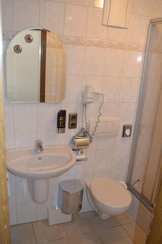 """Hotel-Restaurant """"Fränkischer Hof"""" (Altenkunstadt), Doppelzimmer Stammhaus mit kostenlosem WLAN"""